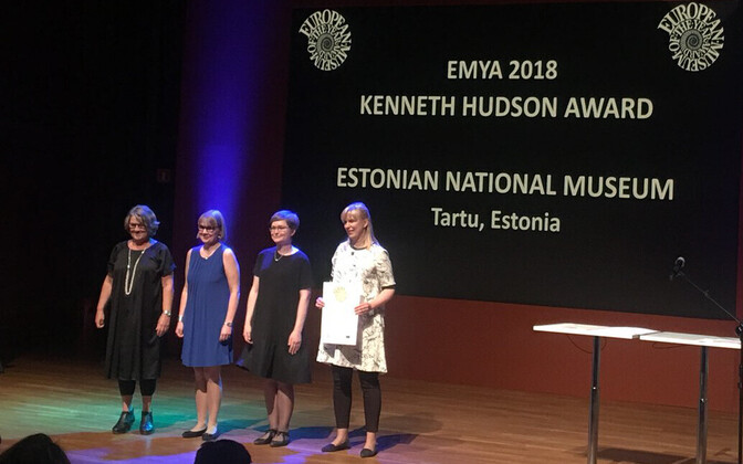 The ERM team receiving the Kenneth Hudson award.