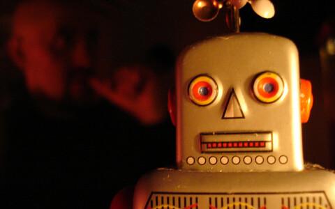 Robotid peaksid end edaspidi eksituste vältimiseks robotina tutvustama.