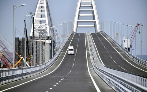 Крымский мост соединяет Керченский и Таманский полуострова.