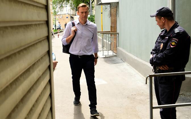 Aleksei Navalnõi 15. mail Moskvas kohtuhoonesse saabumas.