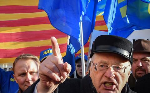 Российский политик Владимир Жириновский в ноябре 2017 года на митинге в поддержку Каталонии перед посольствои Испании в Москве.