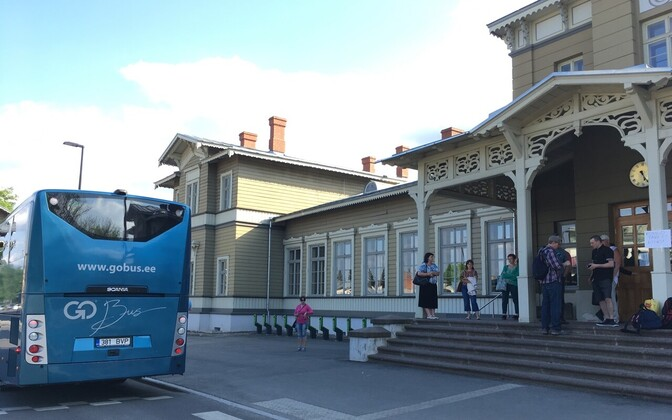 A shuttle bus in front of Tartu Railway Station on Wednesday. May 16, 2018.