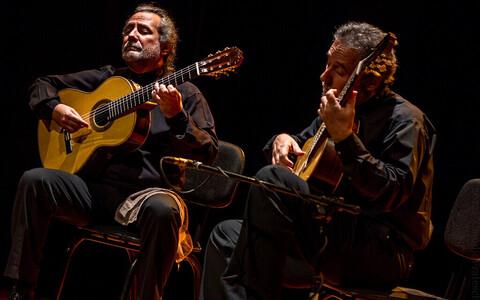 Kitarriduo Sergio ja Odair Assad