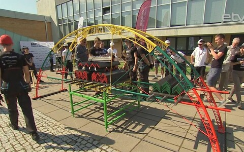 Соревнование по сборке мостов