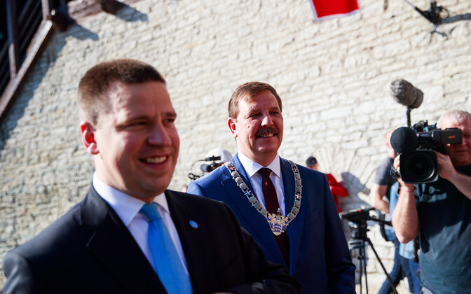 Prime Minister Jüri Ratas with Tallinn Mayor Taavi Aas (right).