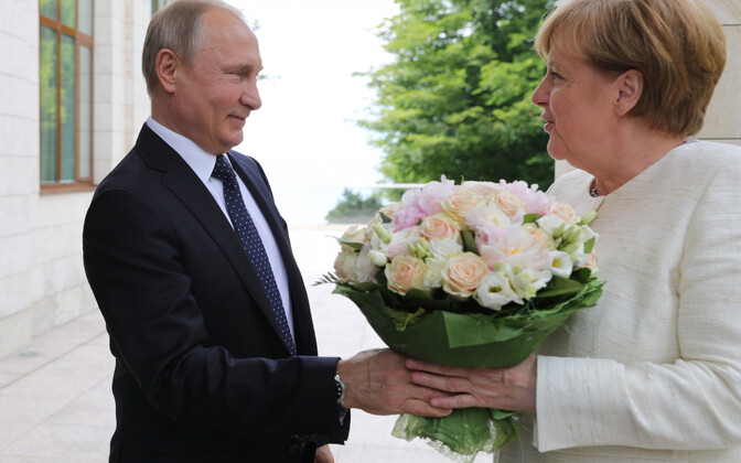 Путин и Меркель на встрече в Сочи 18 мая.