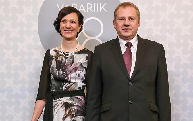 Majandus- ja kommunikatsiooniministeriumi kantsler Merike Saks ja välisministeeriumi kantsler Rainer Saks.