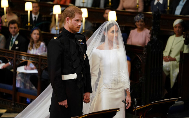 Prints Harry ja Meghan Markle altari ees
