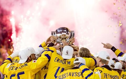 Rootsi jäähokikoondis MM-trofeega