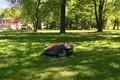 Робот-газонокосилка в Кадриорге