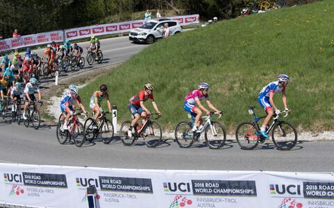 Jalgratturid tänavuse MM-i võistluspaigas sõitmas.
