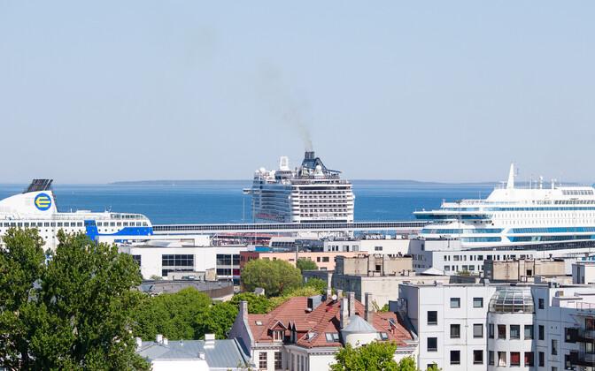 Круизные лайнеры в Таллиннском порту.