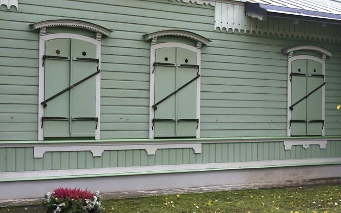 Ajalooline Poska residents on küll aastaringselt hästi hooldatud, ent muuseumi uksed jäävad linlasele ilma eelneva kokkuleppeta suletuks.