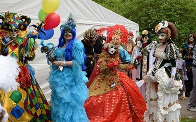 Карнавал в парке Левенру.