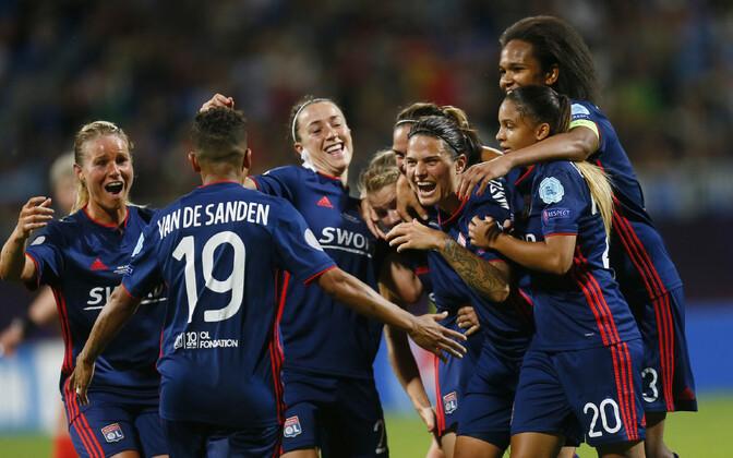 Lyoni mängijad rõõmustamas.