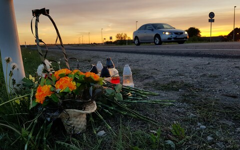 Недалеко от Нарвы в ДТП погиб мотоциклист.