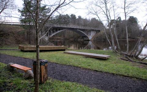 Звонившие сообщили о прыгнувшем с моста Рейу человеке.