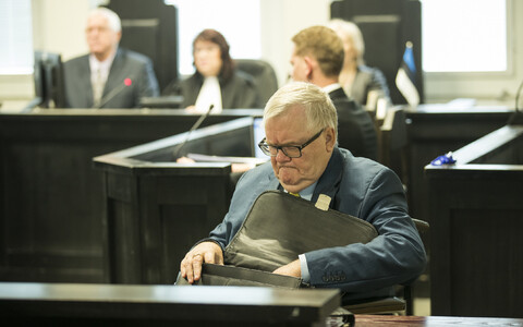 Edgar Savisaar in the courtroom at Harju County Court.