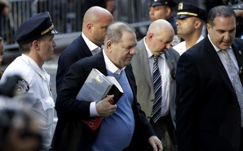 Harvey Weinstein 25. mail New Yorgis politseijaoskonda saabumas.