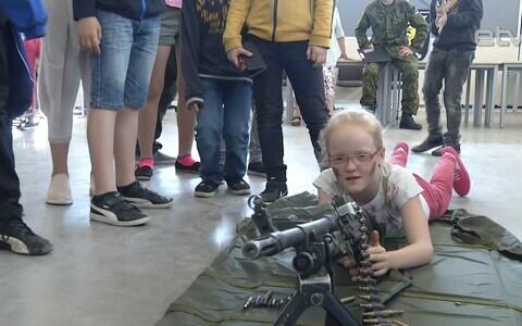 Пярнуские школьники в гостях у военных.