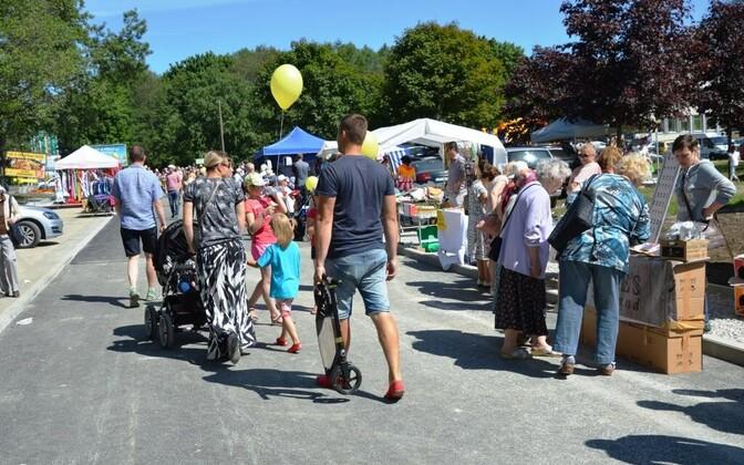 Весенняя ярмарка и карнавал в парке Лёвенру.
