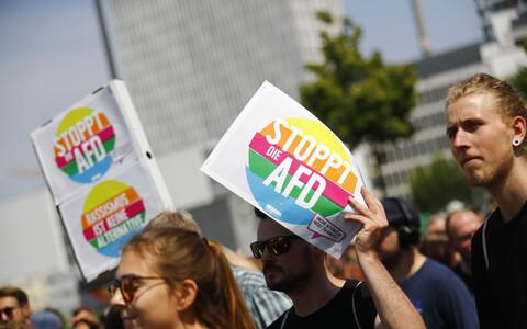 Участники акции против марша АдГ.