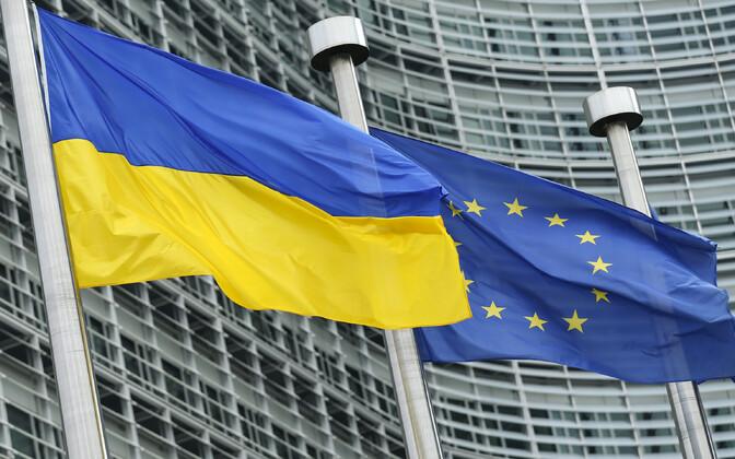 Ukraina ja Euroopa Liidu lipp.