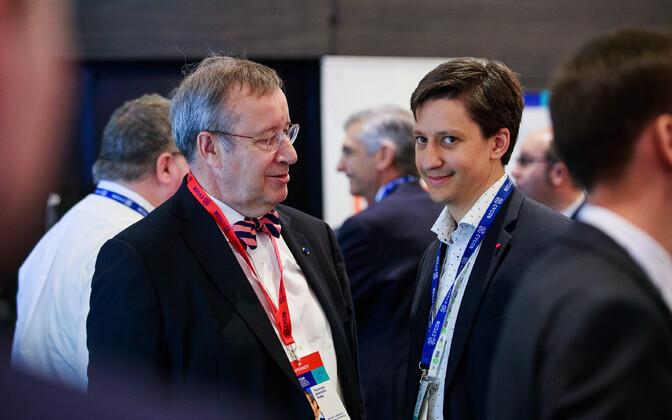 Тоомас Хендрик Ильвес с сыном Луукасом Кристьяном Ильвесом.