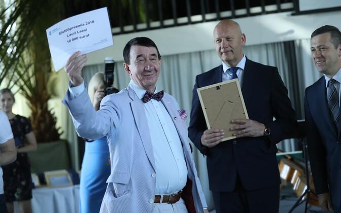 Andres Pajula ja Vadim Belobrovtsev andsid Lauri Leesile üle elutööpreemia