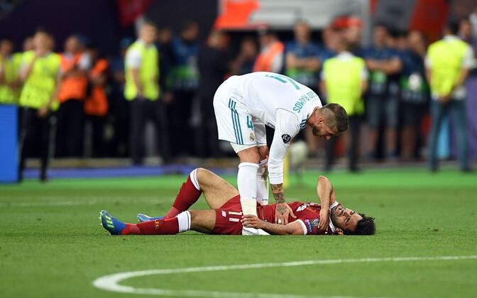 Sergio Ramos ja Mohamed Salah