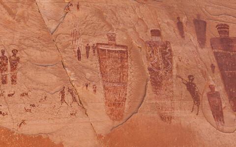Põlisameeriklaste joonistused Hobuseraua Kanjoni seinal.