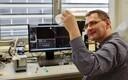 Ergo Rikmann analüüsib, kui palju on filtreeritud tuha vesilahuses nanoosakesi ja kui suured need on. Nanoosakesed võivad materjali tasakaalu märkimisväärselt muuta.