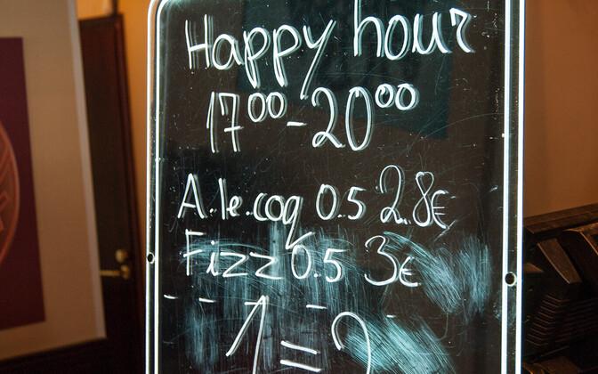В барах, кафе и ресторанах запрещено в определенные часы предлагать алкоголь по сниженным ценам.