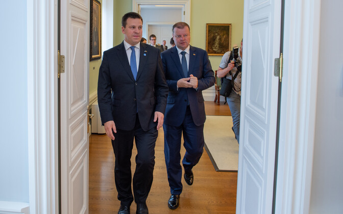 Prime Minister Jüri Ratas (Centre) met with Lithuanian Prime Minister Saulius Skvernelis in Tallinn on Monday morning. 4 June, 2018.