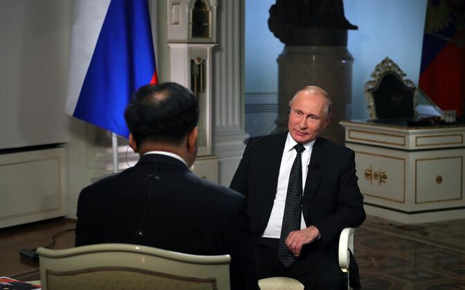 Putin Hiina meediale intervjuud andmas.