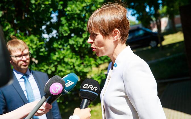 President Kersti Kaljulaid flanked by her public relations adviser Taavi Linnamäe.