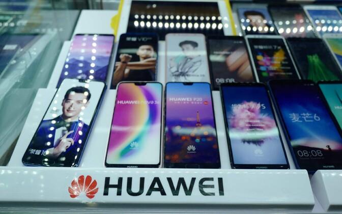 Huawei mobiilid vitriinis