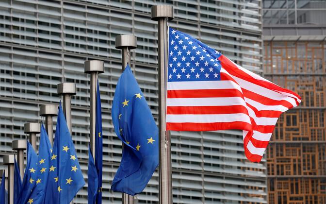 Euroopa Liidu ja USA lipud.