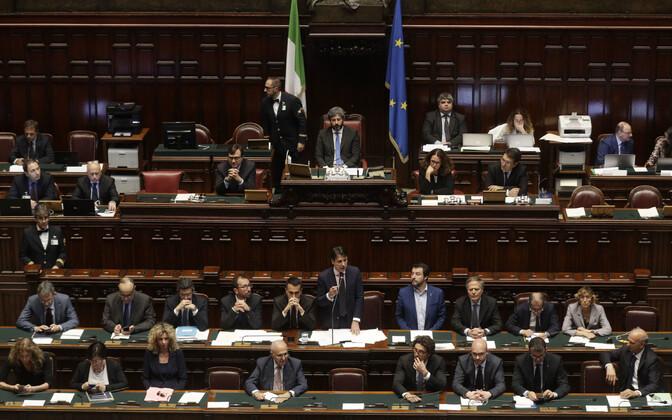 Giuseppe Conte valitsus parlamendi alamkojas.