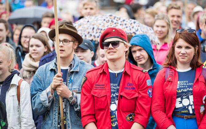 Z-põlvkonna noored Raekoja platsil malevasuve avamisel 2018. aasta juunis.