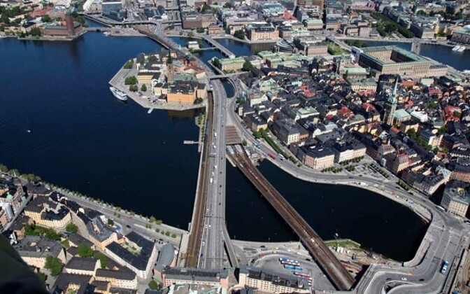 Железнодорожный мост в Стокгольме.