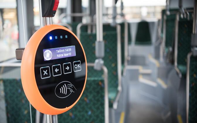 Tasuta sõite tuleb hakata ka maakondades ühiskaardiga valideerima. Pildil Tallinna linnaliinibusside validaator.