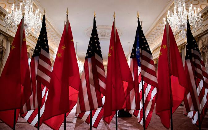 Hiina ja USA lipud.