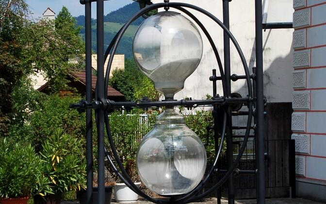 Песочные часы в местечке Ибсиц в Австрии.