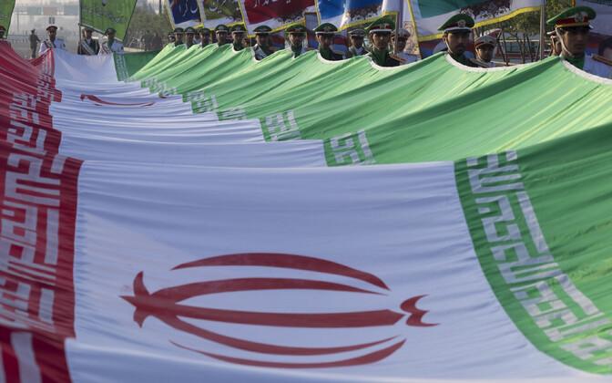 Iraani lipud paraadil Teheranis.