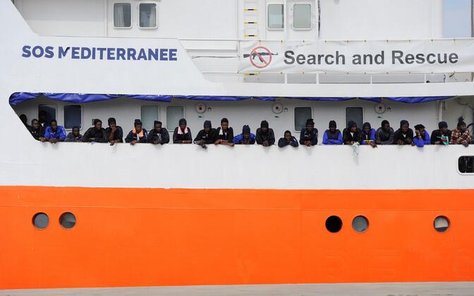 Migrandid ootavad Aquariuselt lahkumist Sitsiilia Catania sadamas.