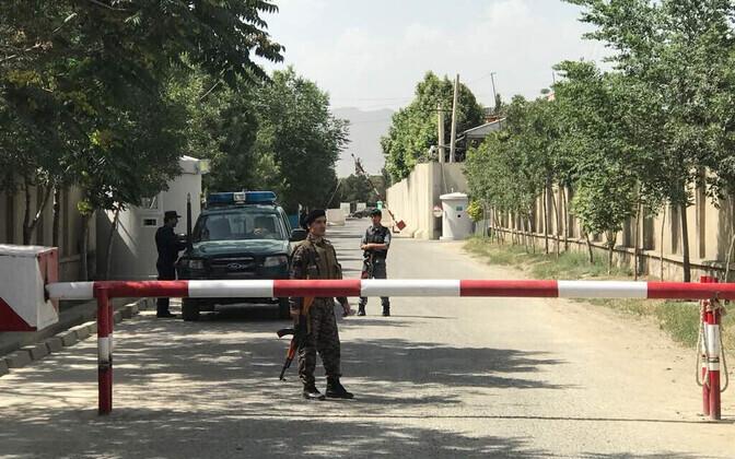 Afganistani politseinikud Kabulis rünnakupaigas.