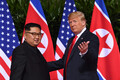 Kimi ja Trumpi esimene käepigistus.