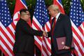 Kim ja Trump pärast allkirjastamist.