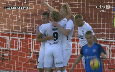 FC Flora mängijad tähistamas.
